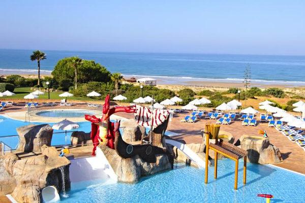 Los mejores hoteles para ir con ni os en espa a for Hoteles con piscina climatizada en andalucia